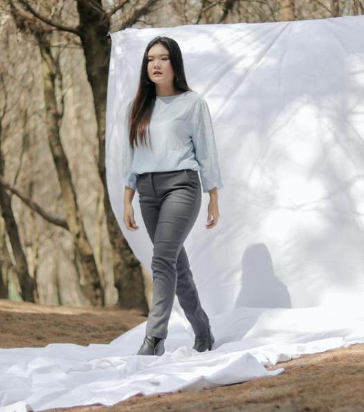 blouse minimalis